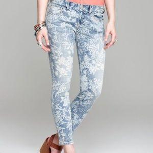 BOGO 🆓!! Free People Floral Jeans